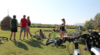 Dubrovnik Countryside by Bike - Bikers interacting in Konavle