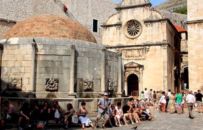 Dubrovnik pile entrance