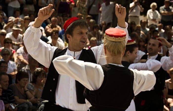 Cilipi folklor dance Lindjo