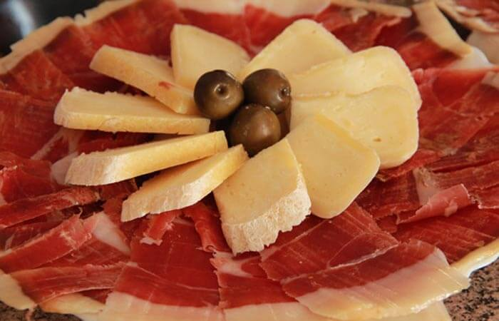 Kameni Dvori Wine Cellar Ham Cheese