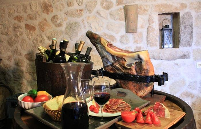 Kameni Dvori Tavern Inn - Wine and Ham