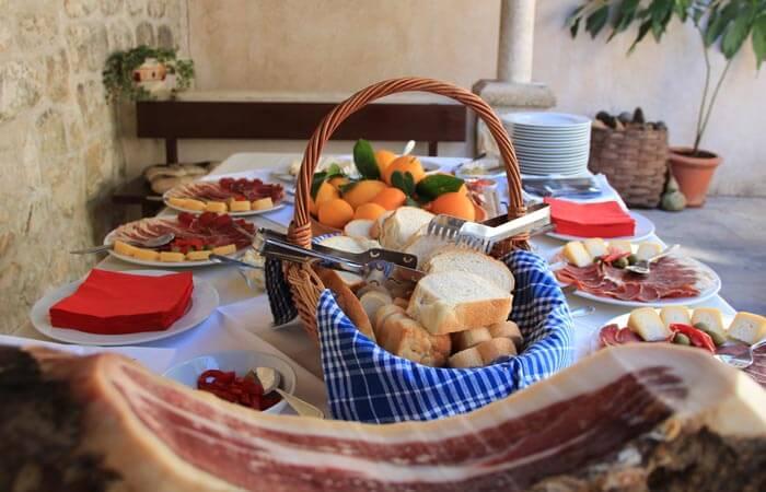 Kameni Dvori Tavern Inn - Ham and other Delicacies